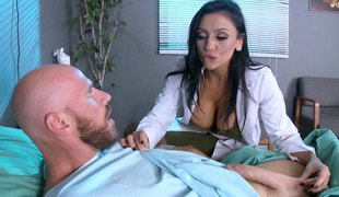 Stunning dark-haired chick in her hospital-penetration adventure