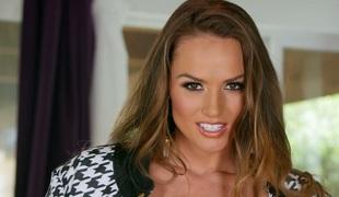 Totally natural Tori Black fingering pink cookie in solo clip