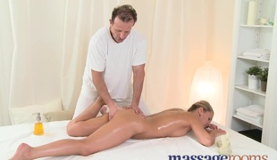 Massage Rooms Juicy Zuzana has deep big O