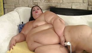 Extra fat BBW floozy Apple Bomb masturbates