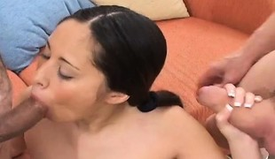 blowjob fitte trekant asiatisk handjob pigtail
