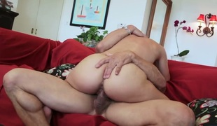Olivia Wilder has oral experience of her lifetime with hard cocked stud Tommy Gunn