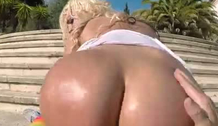 Large fat booty bouncing on top of hard wang in reverse cowgirl pose