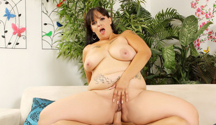 brunette tatovering bbw