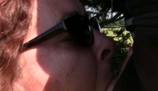 utendørs blowjob briller