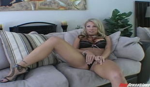 Smooth blond mamma needs to cheat in order to be gratified