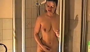 amatør brunette store pupper solo dusj