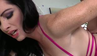 Fat butt babe Bella Maree likes a valuable passionate fuck