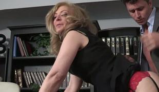 Sexy boss Nina Hartley makes her recent employee worship her ass