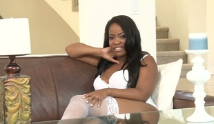 Thickalicious darksome stunner Monique Symone gives interview
