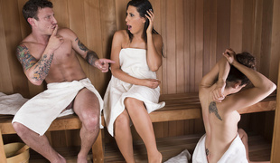 Makayla Cox & Mr. Pete in Sneaky Sauna Mom - Brazzers