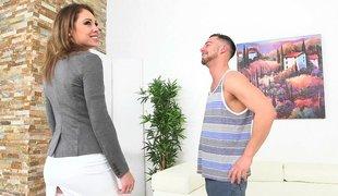 amerikansk vakker milf skjørt blowjob historie avkledning lingerie strømper ass
