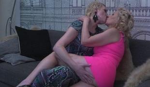 Hot babe doingtwo hairy aged lesbos