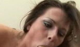 brunette utendørs store pupper blowjob sædsprut facial latina svelge