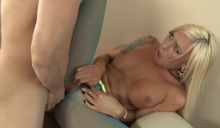 Aubrey Kate with gigantic boobs has fire in her eyes while blowing mans subrigid knob