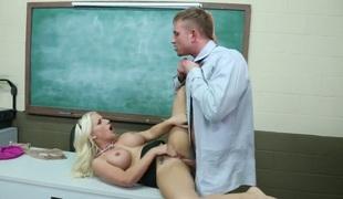 tenåring barbert rumpehull anal blonde stor rumpe deepthroat store pupper blowjob strømper