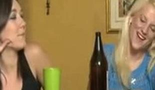 brunette blonde lesbisk store pupper fingring cunnilingus