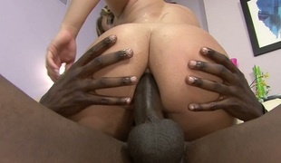 Mandingo fucks anal hole of Ashleah and fills it with cream