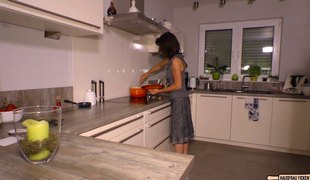 Plumber seduces a older housewife into pounding him
