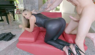 Bootyful stunner Allie Eve Knox fucked bad in a doggystyle
