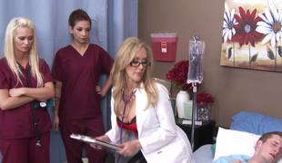 Sexually excited doctor Brandi Love rides 10-Pounder as the nurses watch