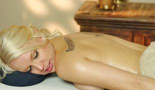 blonde blowjob sædsprut massasje barmfager olje sucking