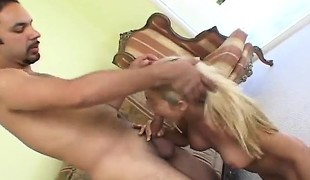 amatør blonde hardcore blowjob små pupper kone ludder barmfager knulling doggystyle