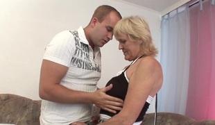 blonde mamma moden