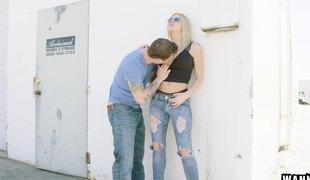 blonde hardcore store pupper pornostjerne tatovering titjob thong par orgasme jeans