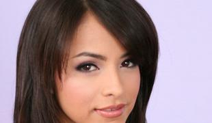 brunette sjarmerende søt langt hår latina