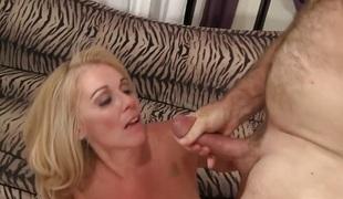 blonde hardcore milf blowjob sædsprut mamma moden