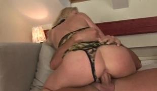 tenåring barbert blonde deepthroat blowjob lingerie strømper onani truser fingring