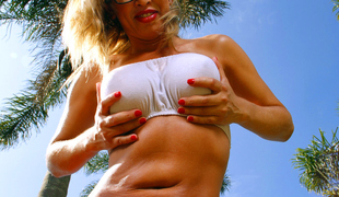 amatør anal blonde store pupper briller bikini lubben falske pupper