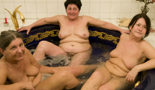 Three wrinkly grannies fuck in a hawt tub