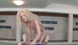 blonde blowjob massasje ridning cowgirl doggystyle sucking
