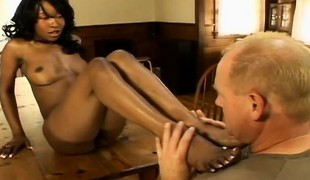 Ebony honey Stacey Specie receives her feet and cunny licked before she blows him