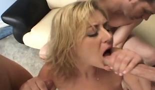 blonde milf store pupper blowjob sædsprut gruppesex