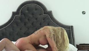 milf kyssing store pupper ridning ass curvy hjemmelaget cowgirl misjonær