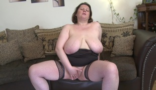 Big hangers are so hawt on this solo masturbating milf chick