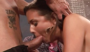 Milf Veronica Avluv stuffs her face hole with cock