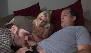 Sweet blond Sammie Spades has a threesome with two ambisextrous guys. Man licks her hawt tits and gets his hard cock sucked by his buddy at the same time. It seems he loves it!