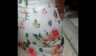 Vestido transparente e calcinha enfiada na bunda