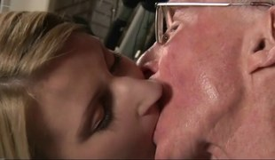 Grand-dad bonks youthful sexy cutie fur pie