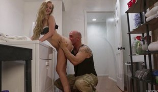 naturlige pupper blonde langt hår hardcore slikking pornostjerne fingring ass fitte thong