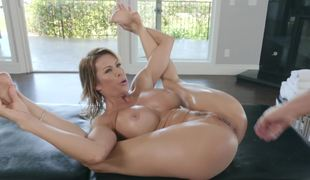 Insatiable porn diva Alexis Fawx needs a hard boner immediately