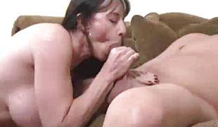 amatør brunette milf blowjob sædsprut sucking