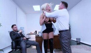 puppene blonde amerikansk hardcore gruppe deepthroat store pupper blowjob trekant kontor