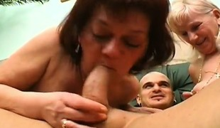 blonde blowjob rødhårete trekant