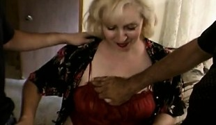 Kinky blonde housewife drops her clothes and enjoys a steamy three-some
