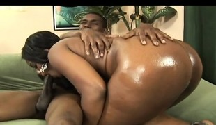 Buxom chocolate goddess with a superb wazoo orgasms on a black stick